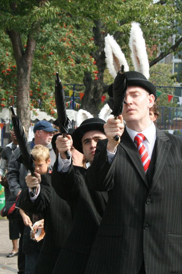 Bankierzy zupełnie jak z Aliora z melonikiem - flickr.com